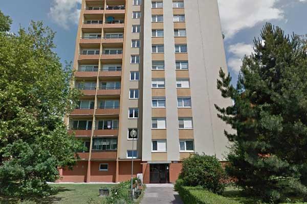 Vchod do paneláku Heyrovského, predaj bytu